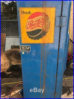 1950's Vintage Pepsie Machine VMC-88