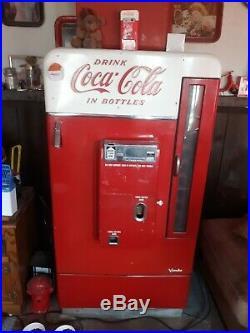 1950s Vintage Soda Machine