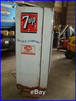 1960's Vintage SV Co MOD 2A 7UP Soda Vending Machine 8 Bottle PICK UP MONEE IL
