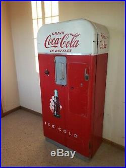 Classic 1950's Vintage Coca Cola Machine Coke Vendo 39 refrige still works