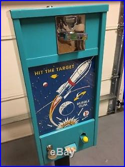 Old Fashioned Vintage (1950s Penny Gumball Machine) Hit the target bubble gum