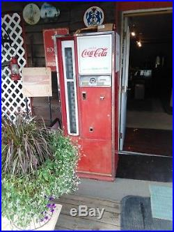 Original vintage Coca Cola bottled vending machine. In working condition