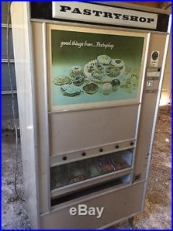Pastryshop Vintage Cigarette Vending Machine