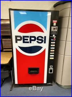 Pepsi Pop Machine Dixie-Narco model DNCB 320M/184-8 PE2356 Vintage Soda Machine