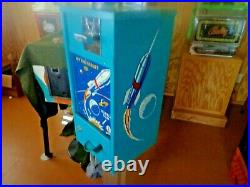 VINTAGE 1950's B&O HIT THE TARGET 1CENT GUMBALL VENDING MACHINE WITH STAND & KEY