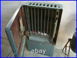 VINTAGE ART DECO 1950 CIGARETTE(CANDY) VENDING MACHINE GAS SERVICE STATION 25c