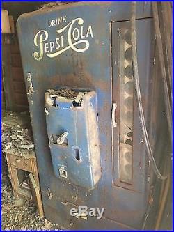 VMC 110 Vendorlator 1950's Vintage Pepsi-Cola Vending Machine (10 Cent Coin-Op)