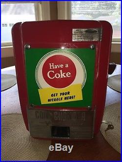 Vendo vintage coin changer Great Man Cave Or Coca Cola Collection Piece