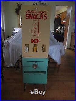 Vintage 1940's Venda-Pak Vending Candy machine