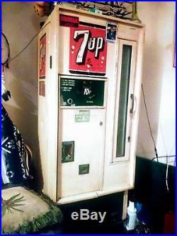 Vintage 7up 10 Cent Soda Machine