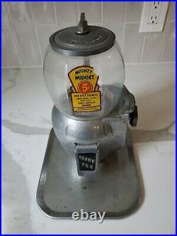 Vintage ATLAS BANTAM Mighty Midget vending machine with key