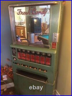 Vintage Candy bar and gum machine (Circa 1960)