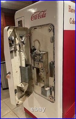 Vintage Coca Cola Cavalier 72 Machine