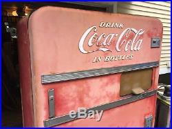 Vintage Coca Cola Soda Vending Machine Vendo V 83 Round top Original Patina