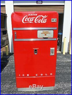Vintage Coca Cola Vending Machine Vendo 83 WORKING with Key
