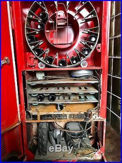Vintage Coca Cola Vendorlator Vending Machine (Model 27A) Still works