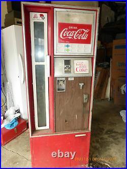 Vintage Coke Coca Cola Cavalier CSS-64 CSS-96G Soda Vending Machine with Key