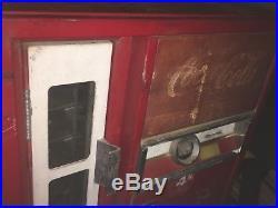 Vintage Coke Machine Cavalier 1960 CS-64ES Running Cold No Key SN 408260
