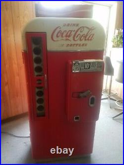 Vintage Coke Machine Vendo 1958