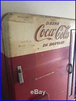 Vintage Collectible Vendo Model H1100 Coke Machine