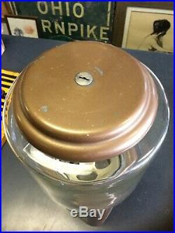 Vintage GumBall/Peanut/capsule Machine Oak Acorn Vending Coin OP 10 cent withkey