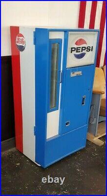 Vintage Pepsi Machine. Runs Great. Antique Pepsi Vending Machine
