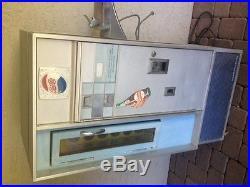 Vintage Pepsi machine in great shape
