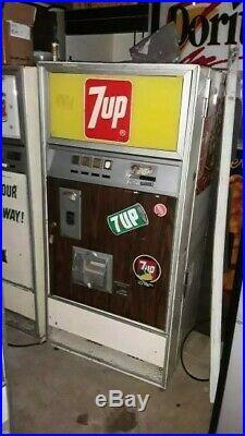 Vintage Selectivend soda vending machine Canada Dry