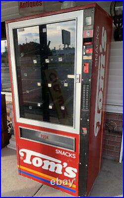 Vintage Toms Snack vending machine