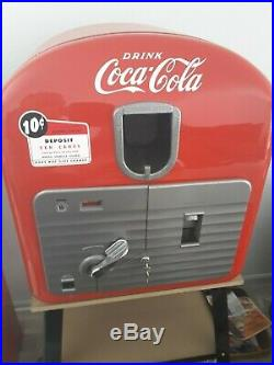 Vintage VMC Vendorlator 27 Coke Machine Table Top