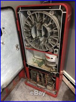 Vintage Vendo 27 Coca-Cola Vending Machine Lot 2148