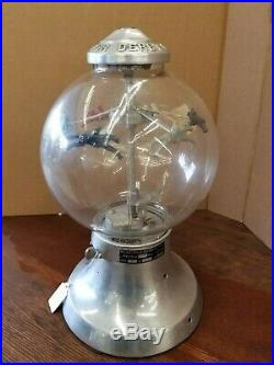 Vintage collectible 1940 penny glass gumball machine trade stimulator race derby